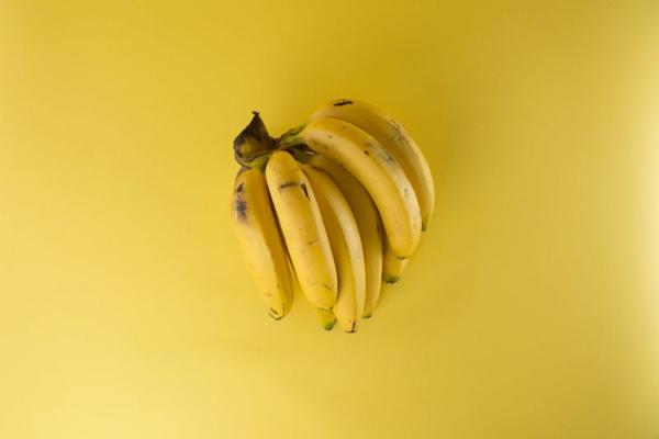 CURIOSIDADES : ¿Por qué los plátanos tienen esa forma curva?